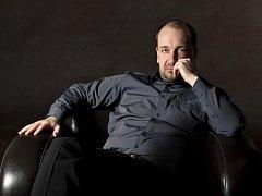 Petr Jiříkovský svoji hudební dráhu zahájil ve čtyřech letech studiem klavíru. Vedle aktivit s Triem Martinů má i mnoho sólových  projektů.