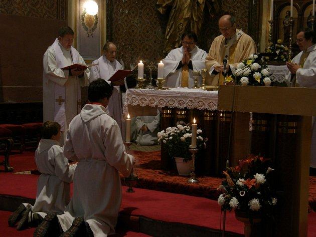 Arcibiskup olomoucký a metropolita moravský Jan Graubner celebroval slavnostní mši svatou v kostele sv. Anny v Radiměři
