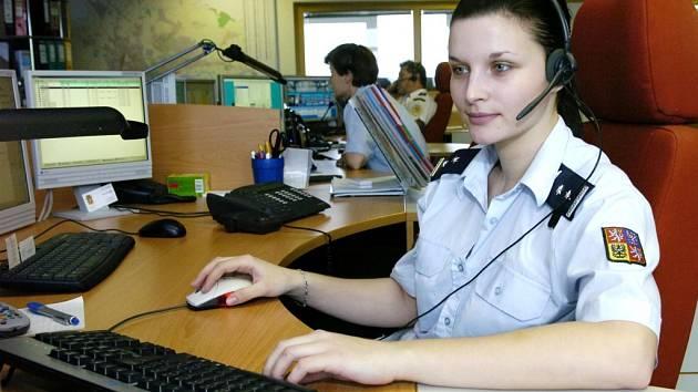 Na dispečinku dokáží odhalit číslo  lidí, kteří zneužívají a blokují  tísňovou linku. Ilustrační foto.