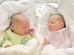 ANNA A JAN PROKOPOVI. Dvojčata se narodila 24. prosince Lucii a Tomášovi ze Svitav. Anička měřila 42 centimetrů a vážila 2,45 kilogramu.  Honzík měřil 48 centimetrů a vážil 2,5 kilogramu.