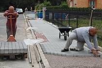 Práce na novém chodníku
