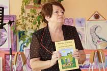 ELIŠKA POLANECKÁ při křtu přečetla dětem i část příběhu z nové knížky.