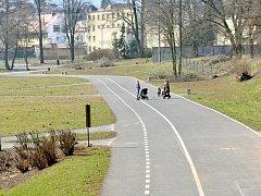 KNÍŽECÍ LOUKA. Na oblíbeném místě na procházky už jsou vidět první úpravy zeleně.