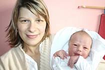 JULIE ŠTOSKOVÁ. Rodiče Markéta a Pavel a osmiletý bráška Matěj z Opatova se od 28. 11. od 10.16  hodin radují z narození  Julie. Sestřičky ve svitavské porodnici jí navážily 3,8 kilogramu a naměřily 52 centimetrů. Tatínek byl mamince  při porodu oporou.