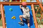 V MLADĚJOVĚ NA MORAVĚ postavili dětem v areálu TJ Tatran zbrusu nové dětské hřiště s dvanácti prvky. Na své si tady přijdou nejen děti, ale také dospělí návštěvníci.