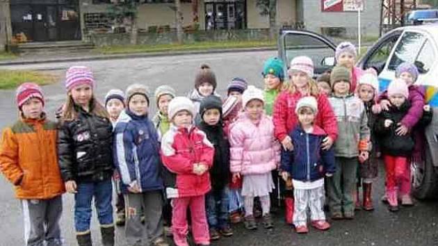 Policisté zamířili za dětmi do mateřských školek.