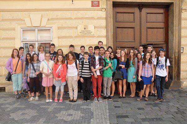 ŠKOLÁCI ZLITOMYŠLE vyrazili pro ocenění do Prahy na ministerstvo školství.