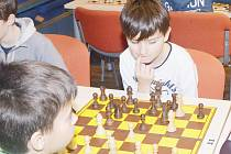 Bezmála půl druhé stovky mladých šachistů se letos sjelo do Svitav, aby nad partiemi strávilo jeden předvánoční den.