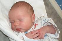 MILAN JIROUŠ. Manželé Erika a Milan se radují od pátku 22. ledna ze třetího potomka. Narodil se jim ve 23.50 hodin. Vážil 3,3 kilogramu a měřil 49 centimetrů. V Poličce se na brášku těší šestiletý David a pětiletá Lucka.