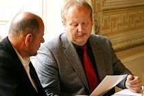 Ministr kultury jednal se starostou Litomyšle o obnově objektů na zámeckém návrší. Václav Jehlička (vlevo) náročný projekt podporuje.