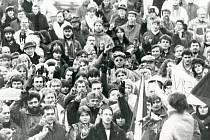 Náměstí Míru ve Svitavách v listopadu 1989.