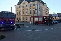 Hasiči v pátek ráno cvičili na zásah v knihovně v Poličce.