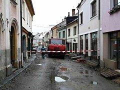 Při opravách ulice v Poličce došlo k úniku plynu