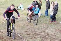 O svém prvenství rozhodl Jiří Kvapil (vlevo) v jízdě do vrchu, ve které předčil svého hlavního soka Jiřího Kadidla.