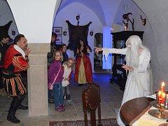 Postavy z pověsti oživly na Svojanově,  Karla Zárubu každou noc navštěvovala zesnulá Kateřina jako Bílá paní.