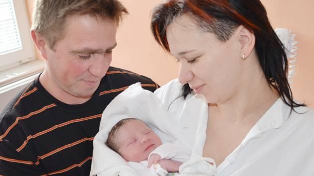 LEA ZÍTKOVÁ. Třetí dcera Renáty a Petra se narodila ve Svitavách 6. února v 9.30 hodin. Sestřičky holčičce naměřily 49 centimetrů a navážily 3,05 kilogramu. Doma v Jedlové se na miminko těšily Barborka a Renátka.