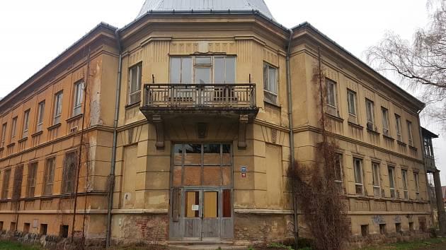 Vstupní část bývalé dětské nemocnice je památkově nejcennějším architektonickým prvkem budovy