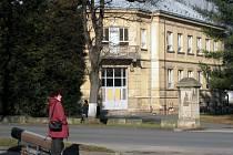 Budova bývalé dětské nemocnice  v Moravské Třebové je k mání. Radní doufají, že  ji koupí nějaký podnikatel a  vybuduje  v ní nejen společenský sál.