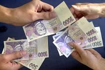 Peníze, bankovky. Ilustrační foto