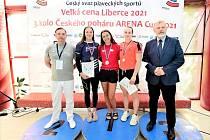 Natálie Jandíková (uprostřed) na vyhlášení výsledků.