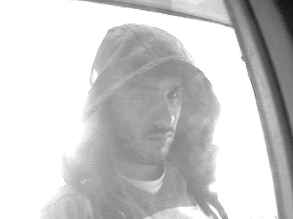 Neznámý muž ubankomatu