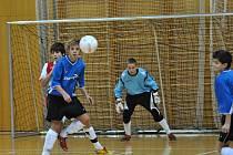 Šest týmů bojovalo v litomyšlské městské sportovní hale o titul mistra České republiky v halové kopané starších žáků.