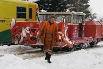 Sněžná fréza vyjíždí na čtyři tratě, které protínají svitavský okres, odstraňovat závěje z Poličky nebo ze Svitav.