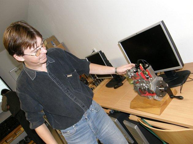Školení pracovníků technické podpory pojišťovny, modely vyrobené studenty.