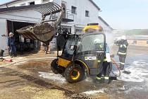 Na Velikonoční pondělí hořel v Oldřiši u Poličky nakladač.