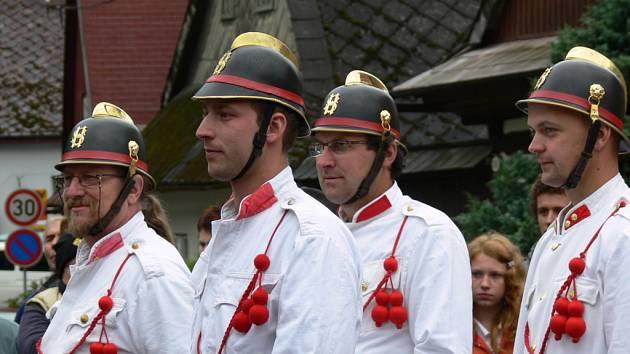 PARNIČKA ve Svojanově slavila o víkendu sto let od chvíle, kdy ji do městysu dovezli dobrovolní hasiči.