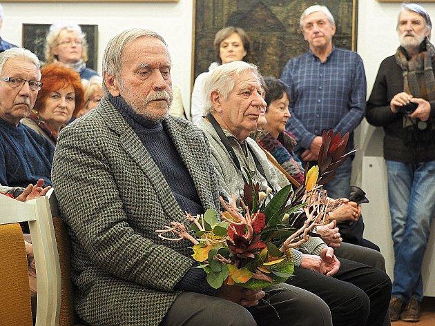 NA VERNISÁŽ výstavy Zbyška Siona dorazilo více než dvě stě zájemců o jeho dílo z raných let.