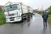Vyprošťování nákladního vozu.