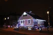 Rodinný dům v Poličce zdobí kilometr osvětlení