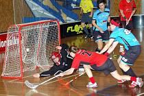 Svitavské florbalistky (červené dresy) v zápase proti Židenicím.
