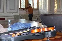 První srpnový den začaly Mezinárodní smyčcové kurzy v Litomyšli.