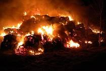 Požár stohu v Nové Vsi u Jarošova.