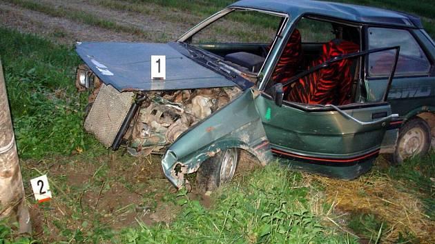 Subaru zastavil sloup.