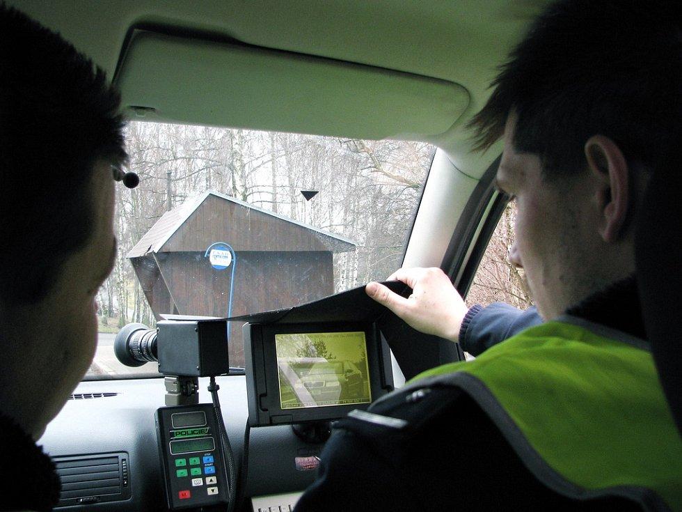 Dopravní policisté kontroly tají. Jezdit podle předpisů se vyplácí.  Ilustrační foto