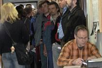 Chodba FÚ v Litomyšli 31. března po osmé hodině ráno.