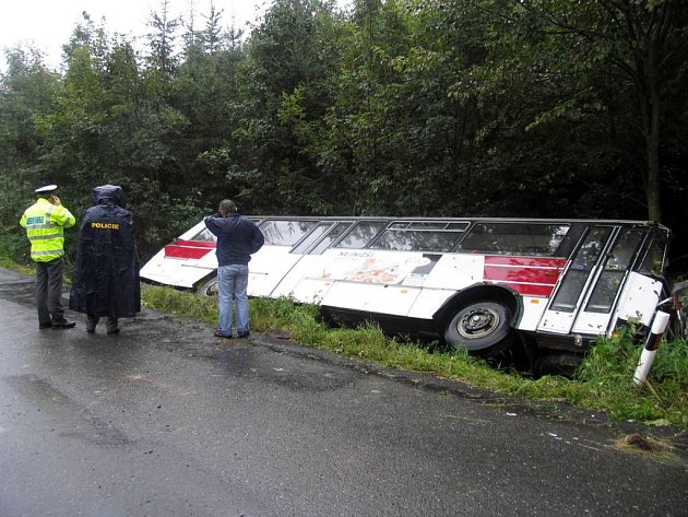 Havárie linkového autobusu v Jedlové.