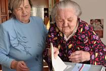 MARIE PAKOSTOVÁ ze Sebranic. Je jí úctyhodných  103 let, ale volby nevynechala.