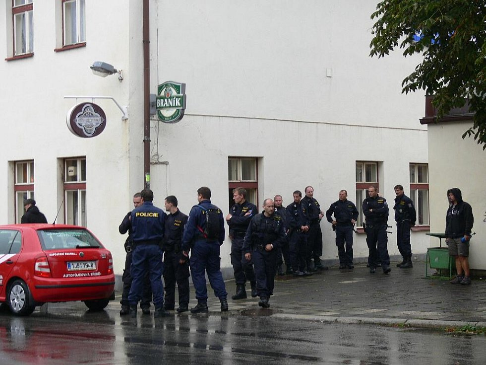 Akci pravicových extremistů tentokrát překazil déšť.
