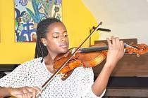 Danielle Wilson přijela na smyčcové kurzy do Litomyšle z Ameriky, kde studuje hru na housle u profesora Milana Vítka v Oberlinu.