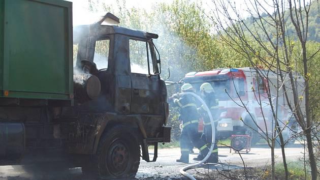 Hořela tatra s hnojivem.