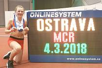 Atletka Eliška Červená se svými medailemi.