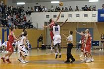 Zápas Nymburk vs. USK Praha hraný ve Svitavách.