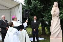 Královéhradecký biskup Jan Vokál  vysvětil v sobotu v  Hartmanicích  sochu svaté Anežky.   Stala se tak novou dominantou vesnice u Poličky.