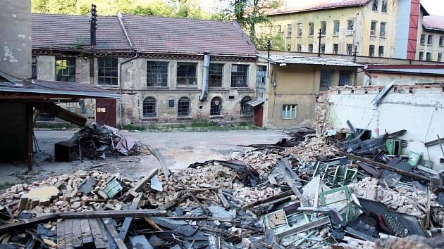 V bývalé textilce v Brněnci už se dekoračky vyrábět nebudou.