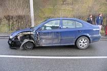 Řidič  vozu Škoda octavie z Brněnce se nevěnoval volantu a najel vlevo do protisměru