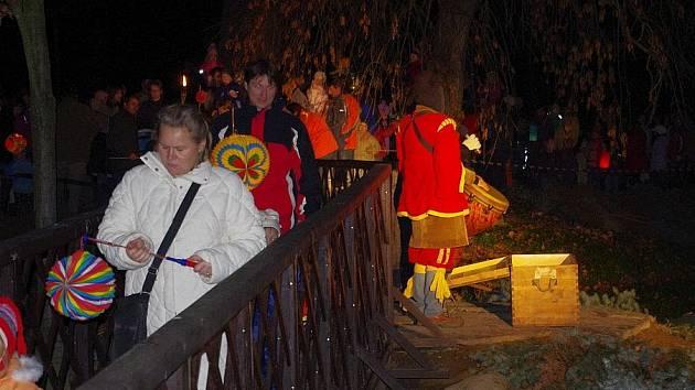 Lampiónový průvod ve Svitavách na svátek svatého Martina.